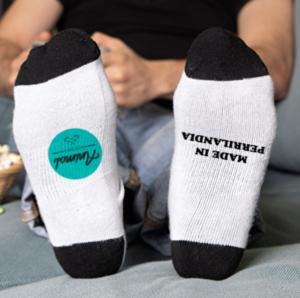 Parte inferior de los calcetines blancos personalizados con franja negra