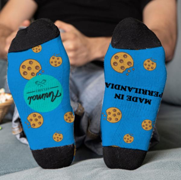 Parte inferior de los calcetines personalizados azules con diseño de cookies
